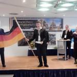 Jarno Scheffner mit Fahne